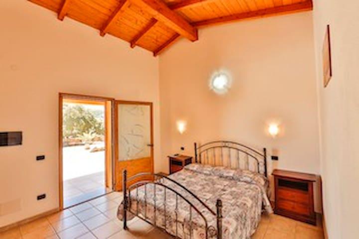 Camera matrimoniale con uso piscina e jacuzzi