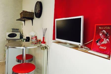 Studio chambre/ cuisine/ sdb - Lyon
