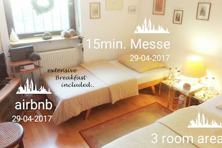 Zi. m.2! SingleBeds, 15`Messe, Wlan,TV