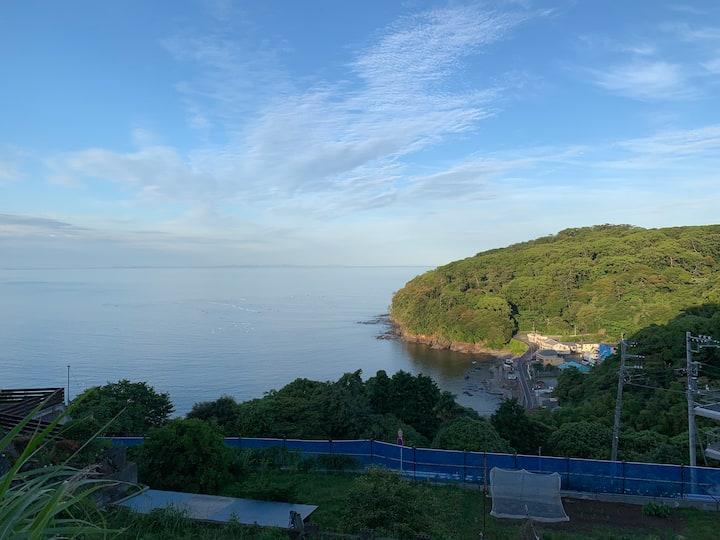 高台の静かな一軒家で海を眺めながら日々の疲れを癒してください!