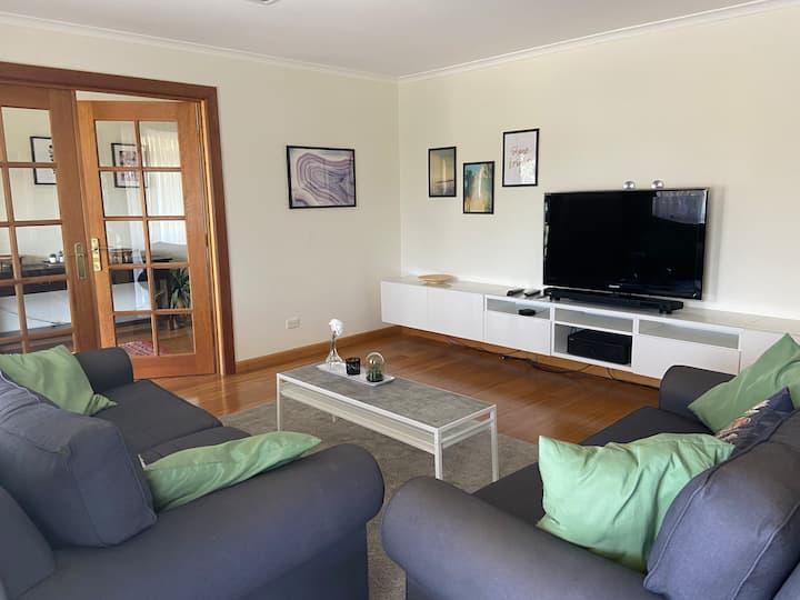 Spacious 5 bedroom home - Big + Cosy + Comfortable
