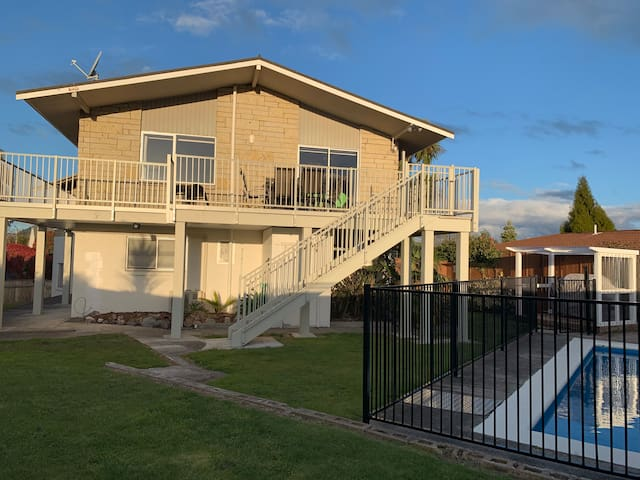 The Palms -stunning views and location with pool!