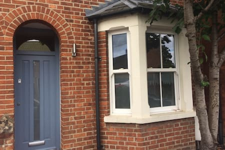 Contemporary 1 Bed Terrace House - Oxford
