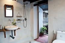 Bright, clean and modern bathroom