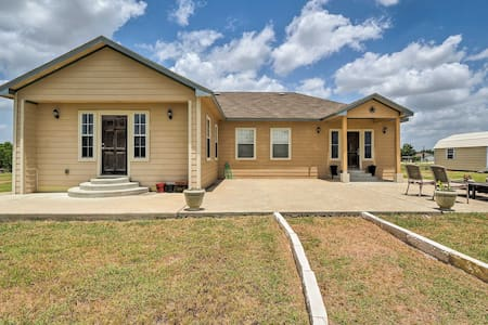 Home w/ 3 Acres: 4 Mi to Circuit of the Americas!