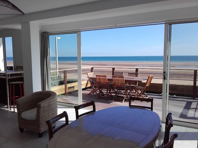 """Maison vue sur mer """"Les Embruns"""" à Omaha Beach"""