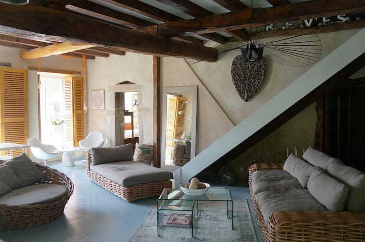 Charming bucolic and stylish estate, In Drome