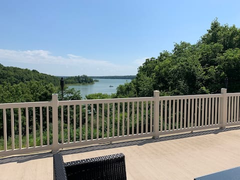 Lake Shelbyville Home with a View