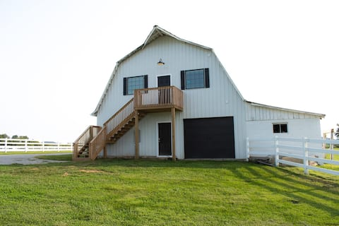 Studio 2-Modern Barn Loft in the Heart of Kentucky