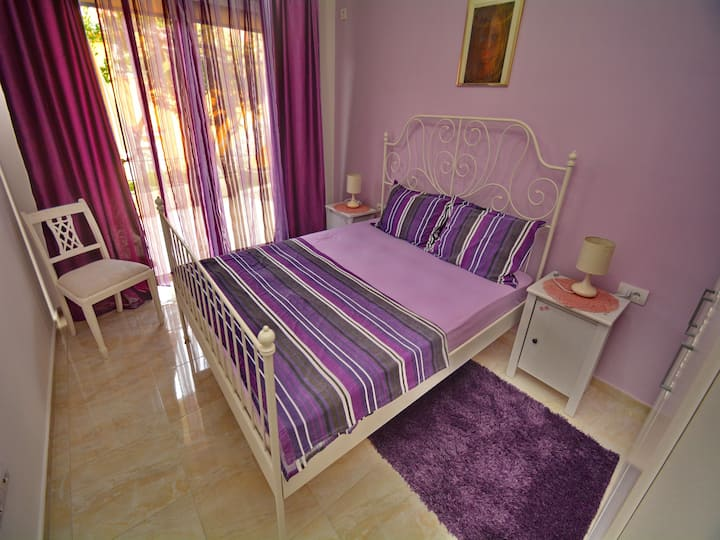 Purple one-bedroom apartment near center