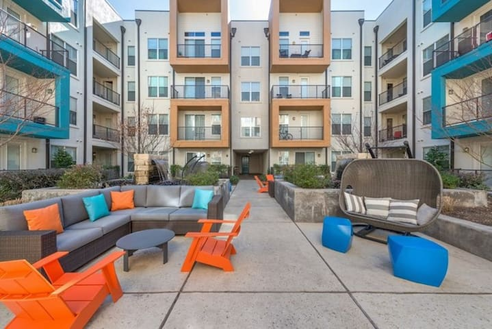 ⭐️⭐️⭐️⭐️Huge 1 BD + Den 1117 sq  MEDICAL DISTRICT