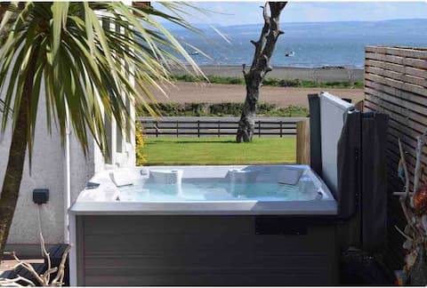 The Redcastle Ensuite with hot tub Beaches & golf