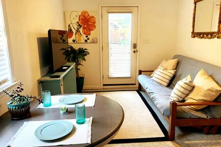 Charming Guest House - Historic North Hill