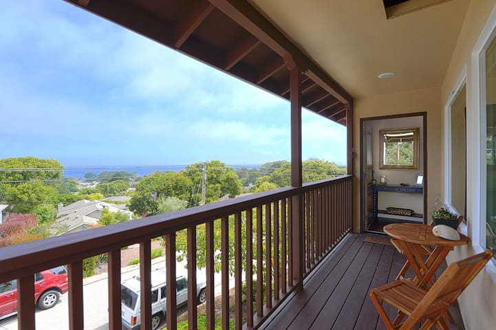 3640 Bayview-by-the-Sea Admiral ~  Ocean View! Walk to Downtown!