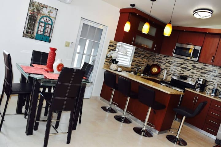 Kitchen Table & Counter