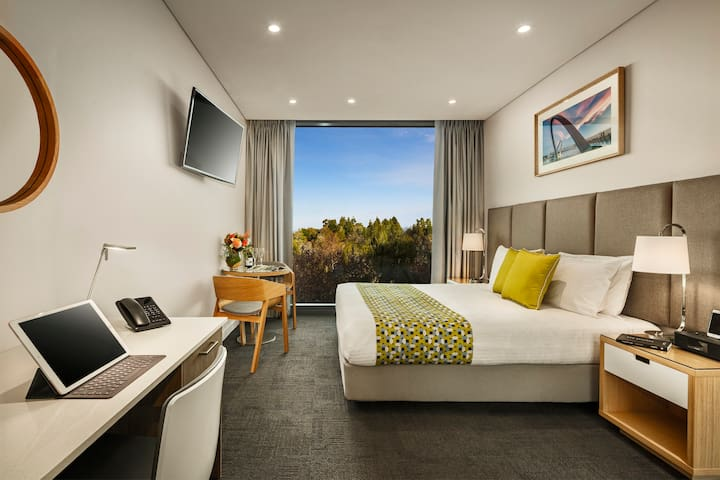 Modern Mounts Bay Executive Apartment