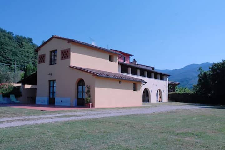 House with 2 bedrooms in Terranuova Bracciolini, Arezzo, with wonderful mountain view, enclosed garden and WiFi