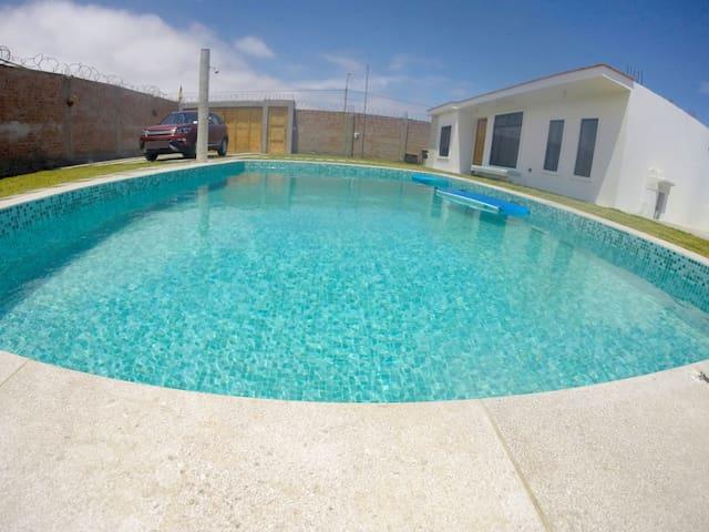 Acogedor bungalow en Paracas. Piscina y jardín.