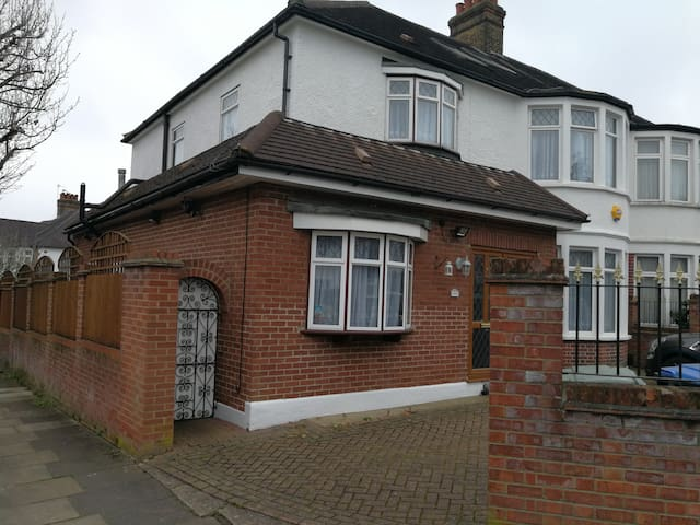 Cosy and private space in Winchmore Hill