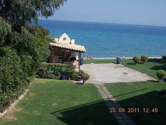 Sykia Seafront Maisonette near beach and mountain