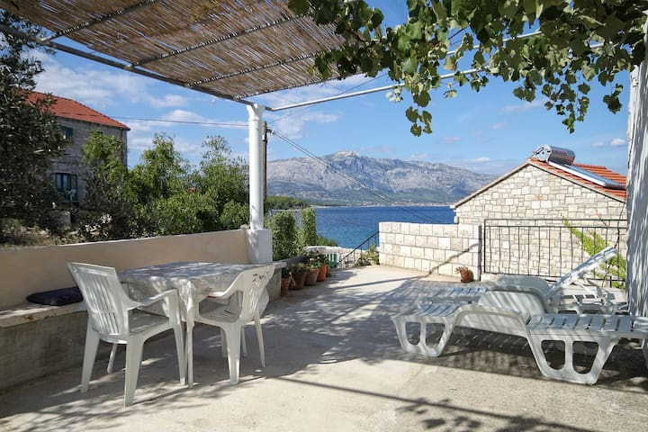 One bedroom apartment near beach Lumbarda (Korčula) (A-4437-b)