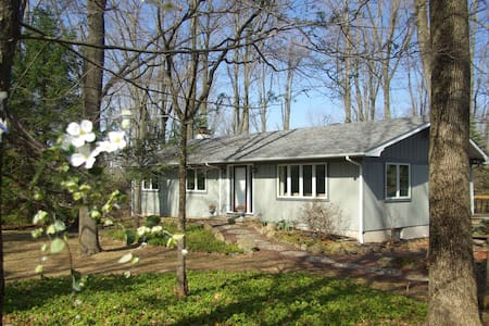 Solebury Wooded Ranch House - New Hope