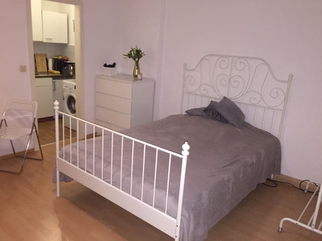 COZY CITY apartment, close to the FAIR GROUNDS! - Hannover - Lägenhet