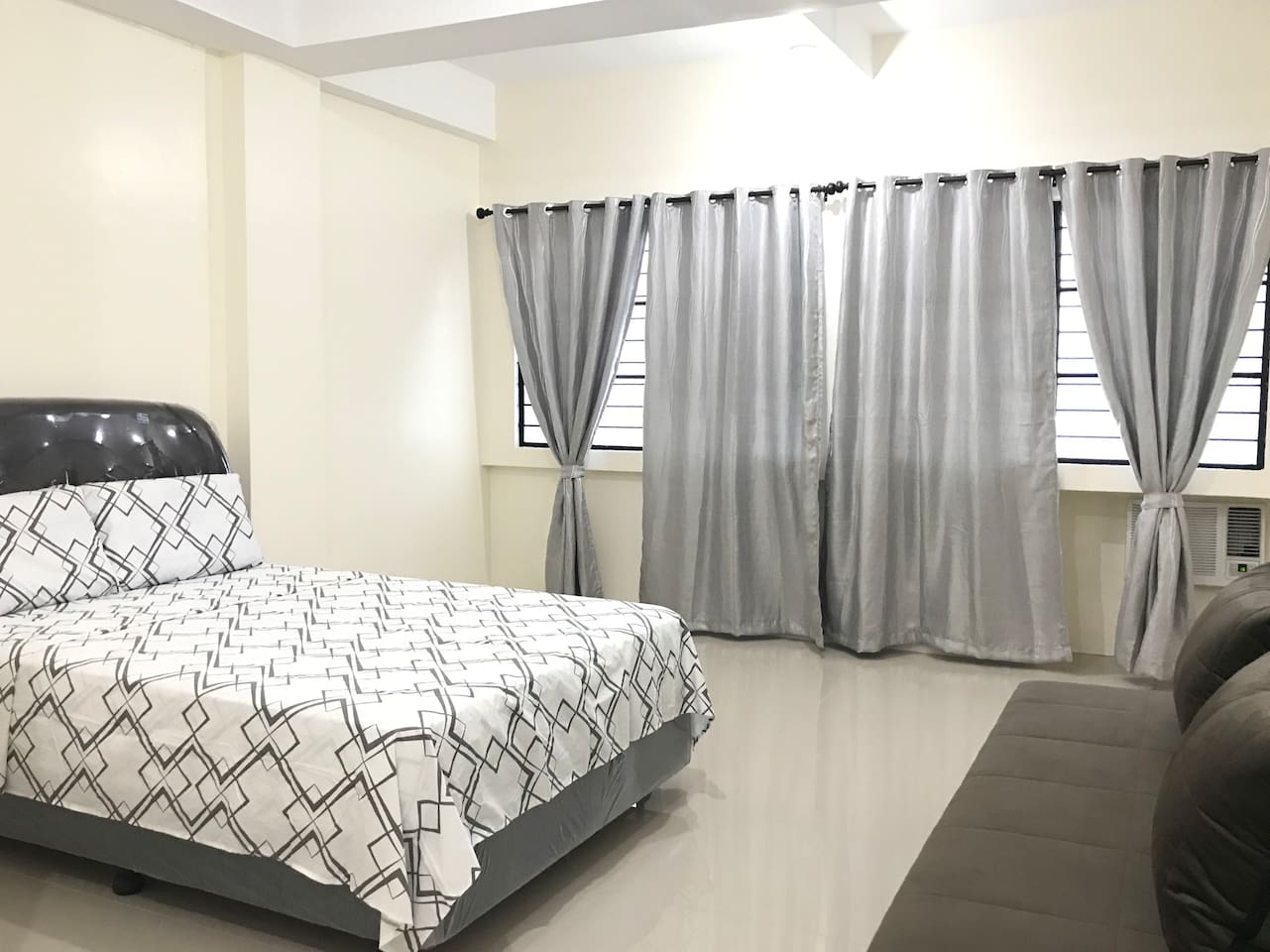 Newly renovated cozy bedroom with A/C