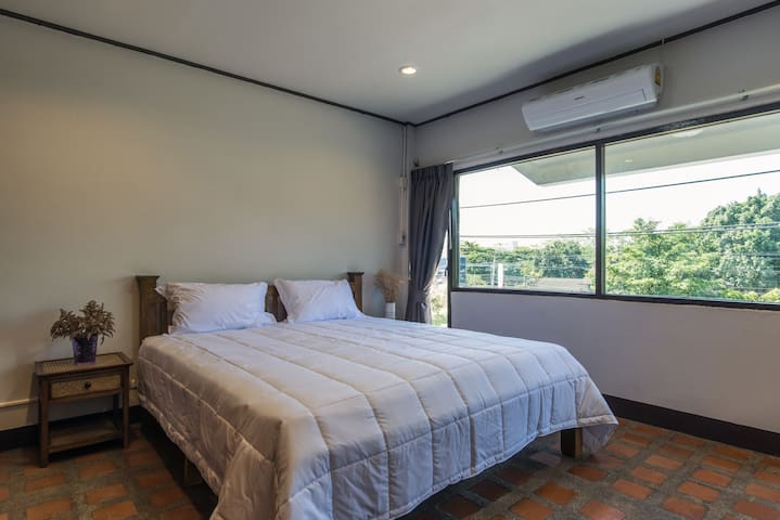 Single Room with One of The Best Mountain View - Mueang Chiang mai - ทาวน์เฮาส์