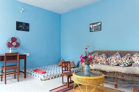 Molly's Nest -Cosy ,Peaceful & Lush Garden House - Kuilapalayam - วิลล่า