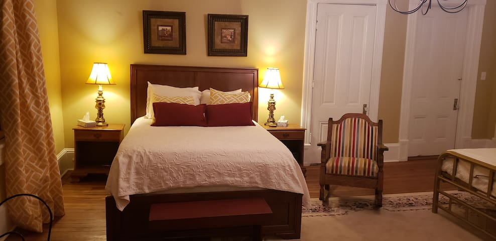 The gold room sleeps 4, with a luxurious queen bed fully equipped with Egyptian cotton sheets, and