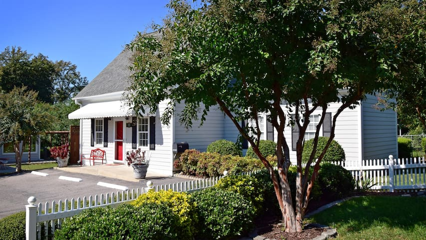 The Cary Cottage Private 1BR 1 BA in Downtown Cary - Cary - Dom