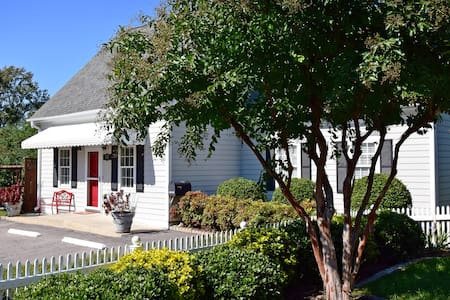 The Cary Cottage Private 1BR 1 BA in Downtown Cary - Cary