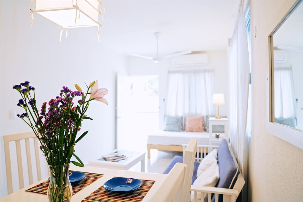 The beautiful lighting and privacy that the front and back yard areas gives to Casa Naty, can be enjoyed through kitchen, living room and dining area.