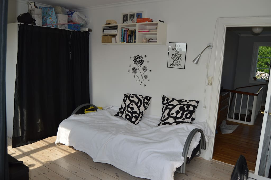 Et værelse med dobbeltseng