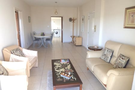 Beautiful 2 Bed Apartment - 150m Sea! - Limassol - Leilighet