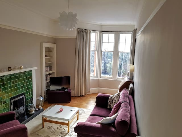 Lovely 2 bedroom flat in vibrant Shawlands Glasgow