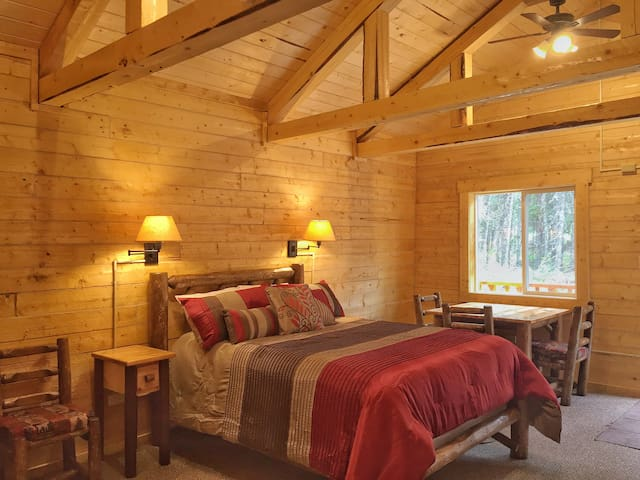 Cozy Bear Cabin Close to Park and Much More...