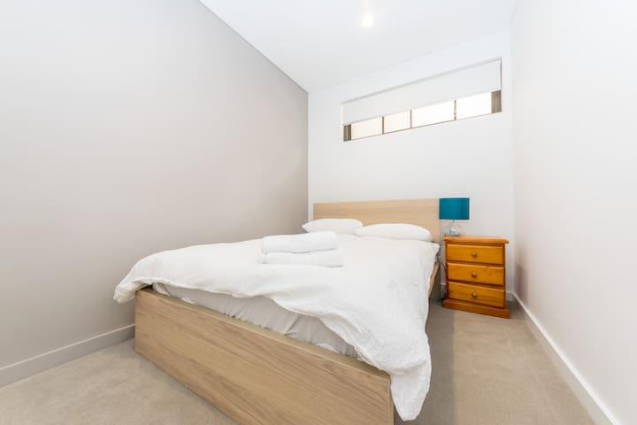 Roseville Fully Furnished 2 Bedroom Apartment