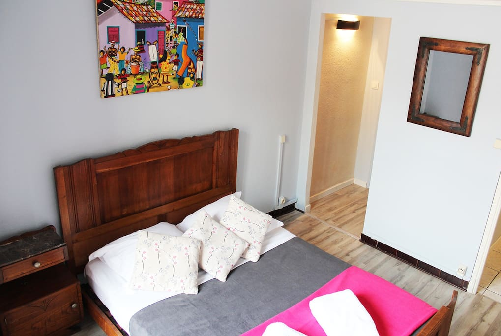 cocooning au pied de la cit chambres d 39 h tes louer carcassonne languedoc roussillon france. Black Bedroom Furniture Sets. Home Design Ideas