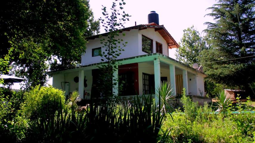 Casa de campo Ayampitín, huerta grande,con pileta - Villa Giardino - Rumah