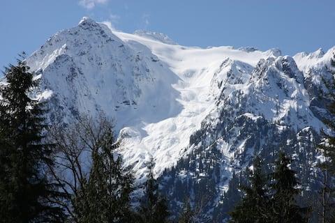 Cabin with Glacier View - Birch Cabin