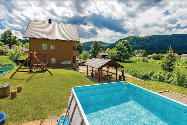 Mountain/Pool Apartment Mirta