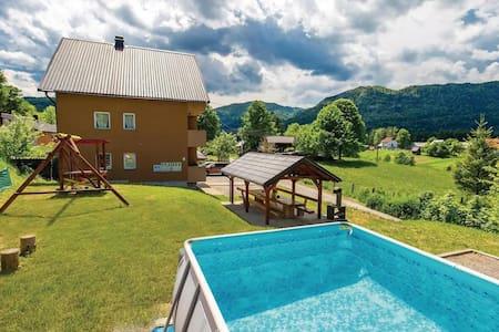 Mountain/Pool Apartment Mirta