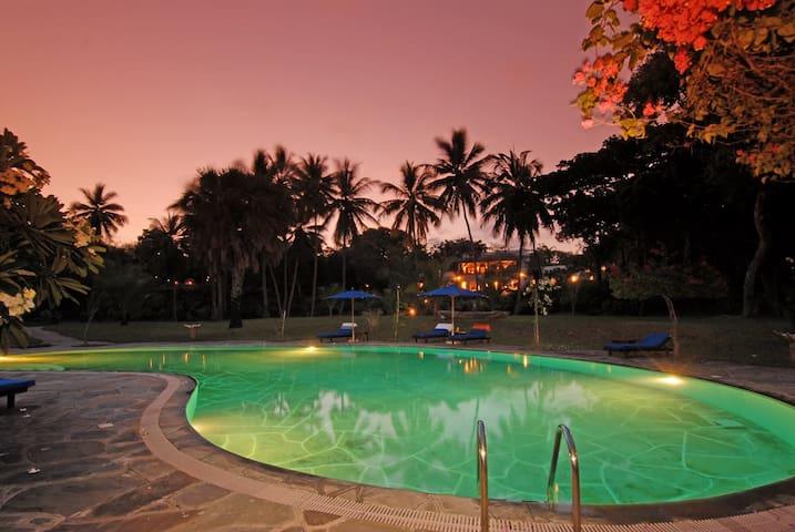 Swimmingpool lit