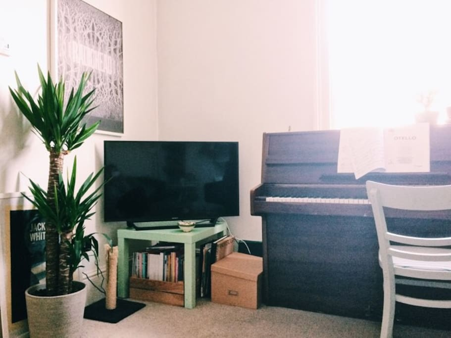 TV, magazines and a piano to enjoy