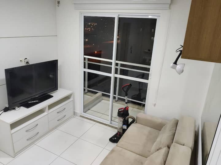 Lindo apartamento com varandas em andar alto