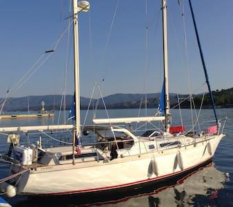 Chambre d'hôtes sur voilier 12m - POROS - Barca