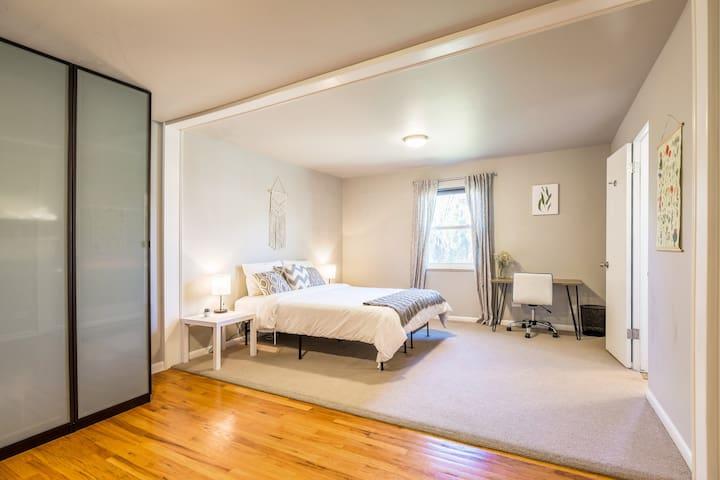 Charming Guest Suite in Beautiful Neighborhood!