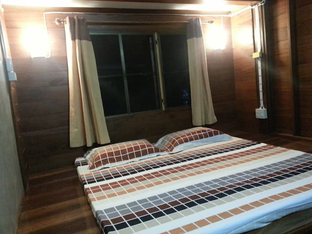 Rim Nam Kong Homestay and Campsite (private room) - Pak Chom District - Hus